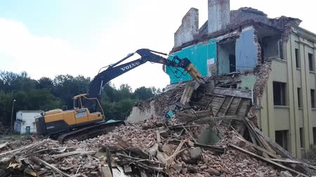buldozer : GOMEL, BELARUS - August 4, 2018: Volvo destructive machine Building Demolition