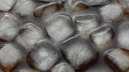 refraksiyon : cola beverage close up