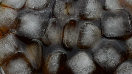 lemoniada : Cola background with ice