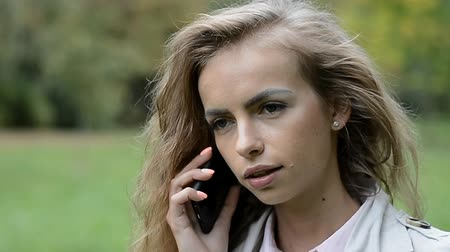 сплетни : beautiful young girl talking on the phone