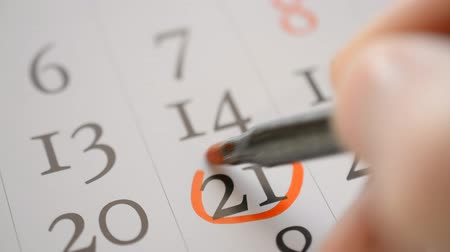 mensal : Easter, twenty first number reminder, Signing a day on a calendar by red pen Vídeos