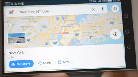 positionnement : Minsk, Biélorussie - Mai 2019: Recherche de carte mobile USA City New York