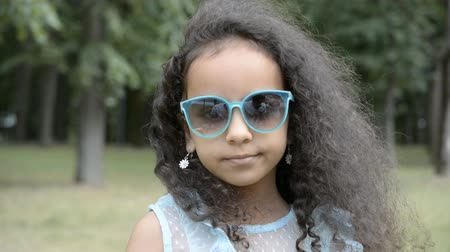 カクテル : child girl sunglasses outdoors