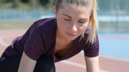 kezdődik : Young motivated girl is preparing to run in park in summer, heathy lifestyle, sport conception, hd stock footage Stock mozgókép