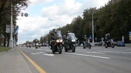 motorkerékpár : Minsk, Belarus - September 14, 2019: convoy of motorcyclists moving along the road in Minsk, Independence Avenue, closing of the motorcycle season, police escort