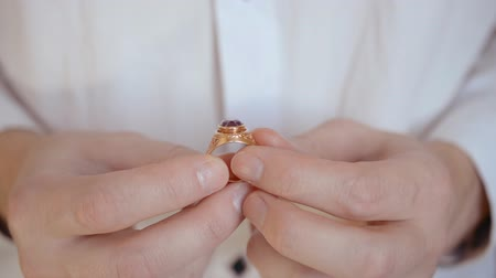pedra preciosa : Mans hands hold an old golden gemstone ring hd stock footage