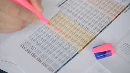por cento : Financial numbers checking close-up hands with pink marker