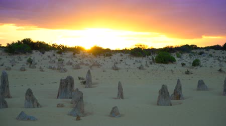 известняк : Pinnacles Desert Sunrise the morning in Australia Perth