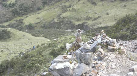 Перу : Salkantay Trekking in the Mountains the road to Machu Pichu Стоковые видеозаписи