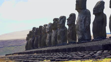 greater : Rapa Nui Moai Statues of Easter Island