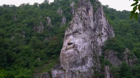 sérvia : Face of Decebal in the Cliff of Romania