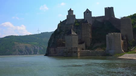 tuna : Old medieval fortress Golubac, Serbia Stok Video