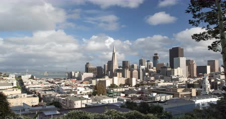 секунды : San Francisco. A Panoramic Skyline View of Downtown and the Financial district. Zoom out.