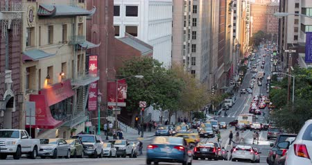 секунды : California Street, San Francisco. Traffic Time Lapse on famous California Street.