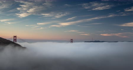 mosty : Foggy Sunrise over Golden Gate Bridge