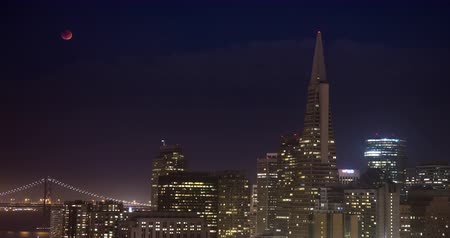 секунды : Lunar Eclipse over Downtown San Francisco. A once-in-a-lifetime event capturing the lunar eclipse rising over downtown San Francisco.