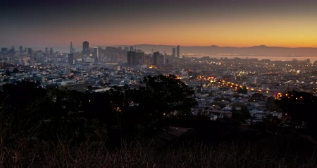 fenomen : Urban Sunrise. A humid San Francisco sunrise after the storm.
