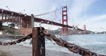 pomost : Golden Gate Bridge. Ocean Spray on Glass Window on a Windy Day by the Bay. Focus Shift from Glass to Bridge.