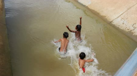 divas : CAMBODIA - June 6, 2017: Cambodian children playing and diving in a river EDI MF