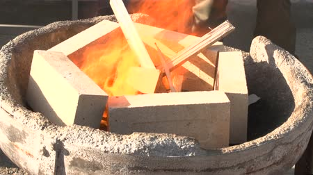 kowalstwo : Lighting the fire in a forge Wideo