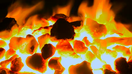 kowalstwo : A very suggestive footage of coking coals burning in a forge at 1500 degrees Wideo