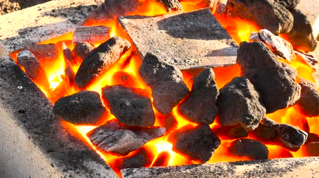 kowalstwo : A very suggestive footage of a coking coals burning in a forge at 1000 degrees with a melting pot