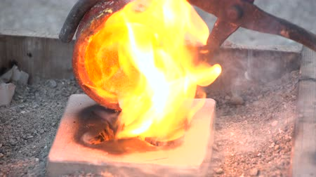 kowalstwo : Pouring of liquefied bronze in a gypsum cast 2