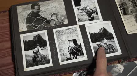 sepya : Remembering past pointing finger on vintage photos. FDV Stok Video