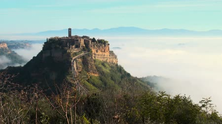 瀕死 : An ancient town (Civita di Bagnoregio) seems to float on cloud