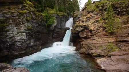 ledovec : Saint Mary Falls in Glacier National Park, Montana. Camera locked.