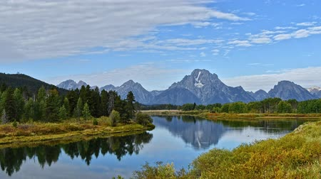 grand tetons : Timelapse of cirrus clouds over Oxbow Bend at the Grand Teton national Park, Wyoming. Camera locked.