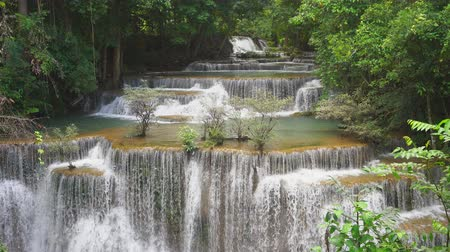 плотина : Huai mae khamin waterfall in khuean srinagarindra national park at kanchanaburi thailand Стоковые видеозаписи
