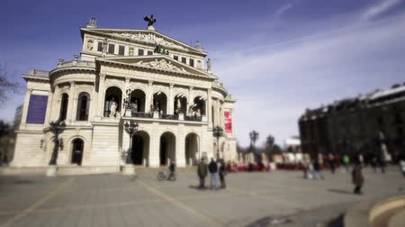 Франкфурт : Time lapse from Frankfurt old opera with people in front