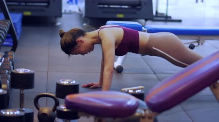 Sportswoman exercising in the gym. Muscular young Asian woman doing pushups. Young Asian female healthy bodybuilding lifestyle 4k clip Stock Footage