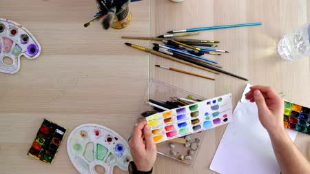 галерея : Instruments for painting lying on a table