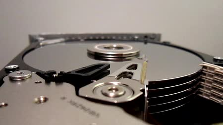 herstel : HDD - Hard Disk Drive is open gebroken en spinnen