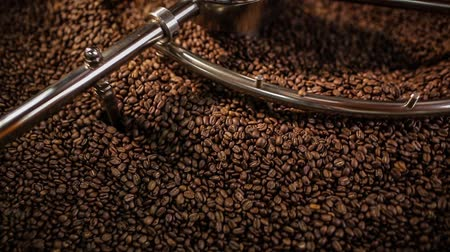 кофе : Mixing roasted coffee Стоковые видеозаписи