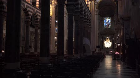 romanesk : Interior of Cattedrale di San Lorenzo or Cathedral of Saint Lawrence in Genoa, Italy in 4k