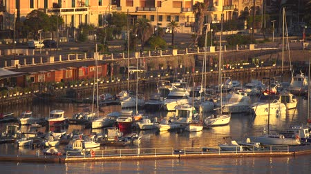 паром : MESSINA, ITALY - NOVEMBER 06, 2018 - Panoramic view of the buildings on the side of the port in Sicily in 4k Стоковые видеозаписи