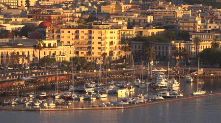 Сицилия : MESSINA, ITALY - NOVEMBER 06, 2018 - Panoramic view of the buildings on the side of the port in Sicily in 4k Стоковые видеозаписи
