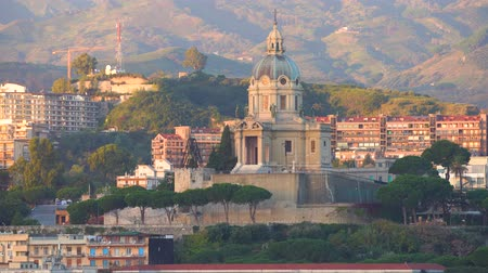 azevinho : MESSINA, ITALY - NOVEMBER 06, 2018 - Panoramic view of the city and the Temple Christ the King in Sicily in 4k Stock Footage