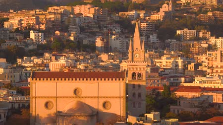 падуб : MESSINA, ITALY - NOVEMBER 06, 2018 - Panoramic view of the city and the Duomo di Messina or Messina Cathedral in Sicily in 4k