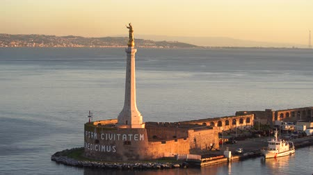 dalgakıran : MESSINA, ITALY - NOVEMBER 06, 2018 - Forte del Santissimo Salvatore with statue of Saint Mary or Madonna Della Lettera with the ships and the sea in 4k