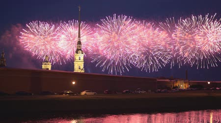 ST. PETERSBURG, RUSSIA - JUN 23, 2019 - Fireworks on Scarlet Sails annual festival and Peter and Paul fortress in 4k Dostupné videozáznamy