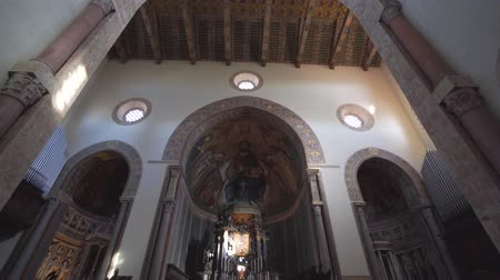 Сицилия : MESSINA, ITALY - NOVEMBER 06, 2018 - Messina Duomo Cathedral and its interiors in Sicily in 4k
