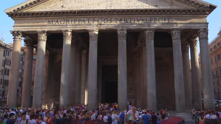 oszlopok : ROME, ITALY - 18 JUN, 2019 - Pantheon in 4k