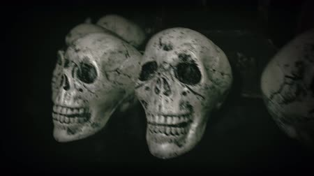 cemitério : Old film look of halloween set decoration with skulls, grave and jack olantern