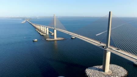 államközi : Aerial view of Sunshine Skyway, Tampa Bay Florida, USA. Cable-stayed bridge spanning the Lower Tampa Bay connecting St. Petersburg