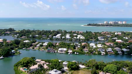 szieszta : Aerial view of Siesta Key barrier island and luxury villa in the Gulf of Mexico, coast of Sarasota, Florida, USA