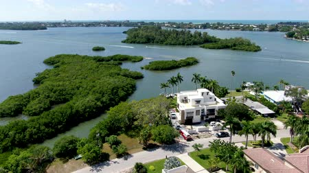 slagboom : Aerial view of Siesta Key barrier island and luxury villa in the Gulf of Mexico, coast of Sarasota, Florida, USA